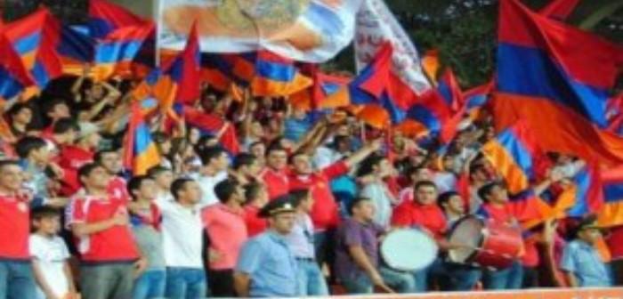 Tifozët armenë: Nuk do të  djegim asnjë flamur kuqezi!