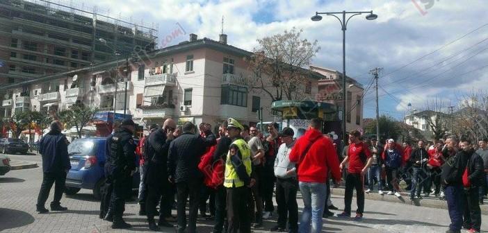 Përleshje në Elbasan, tifozi plagoset me thikë