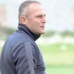 Traineri i Beses Gugash Magani, gjate ndeshjes se futbollit, Besa-Himara, 1-0, e vlefshme per kategorine e Pare, e luajtur ne stadiumin e Kavajes.