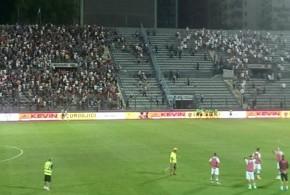 Kukesi-Legia, vijon konflikti mes fansave, tashme ne stadium